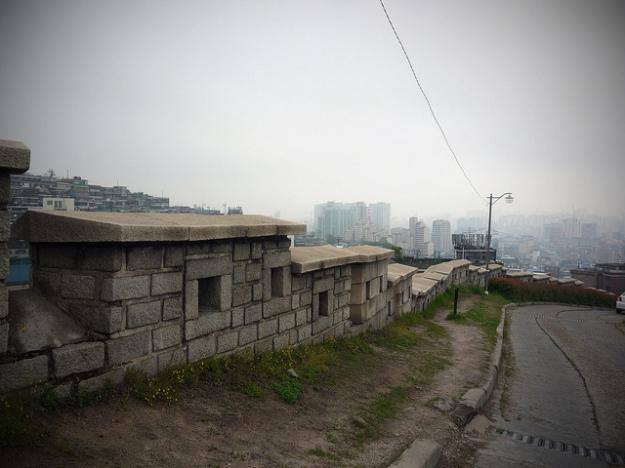 Seonggwak-gil at Naksan Park